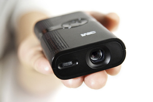 MPro120 3M tient dans la main